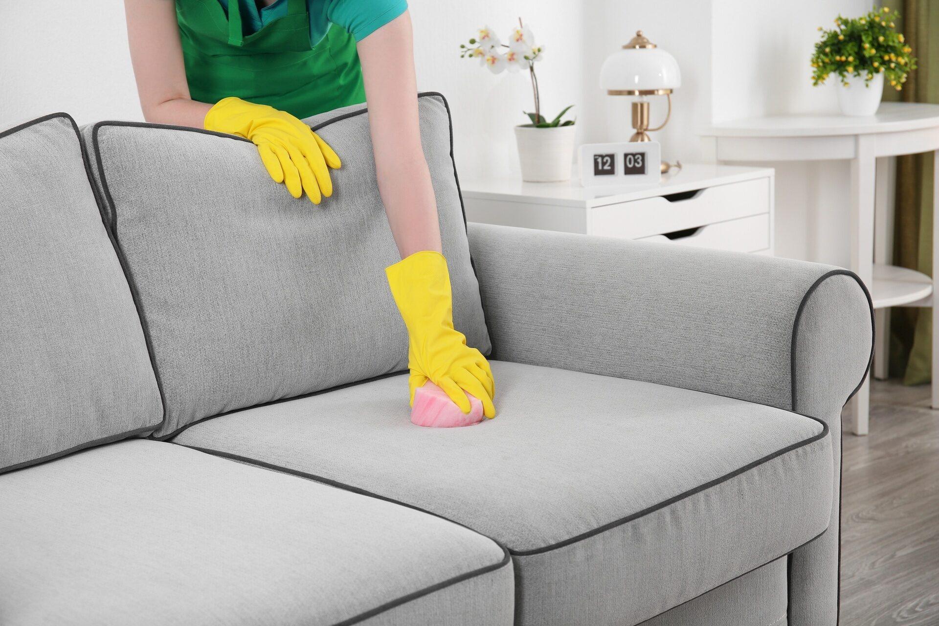 Как очистить пятна с мягкой мебели фото